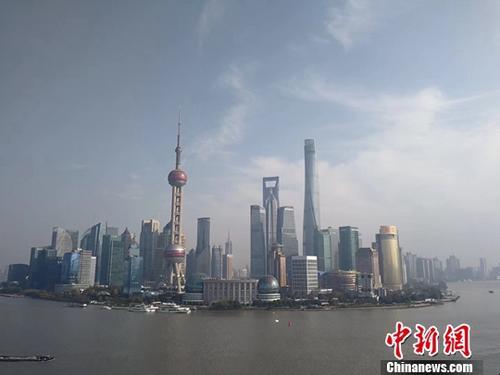 对标建设全球卓越城市目标,上海于今年9月集中公布了一批重大设施建设。资料图为上海东方明珠建筑群。<a target=&#39;_blank&#39; href=&#39;http://www.chinanews.com/&#39;>中新社</a>记者 汤彦俊 摄