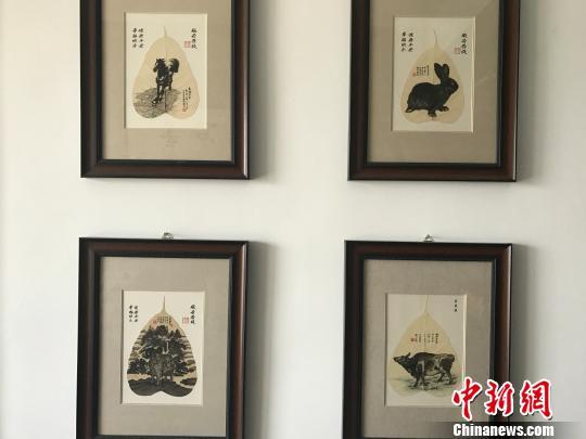 王成孝制作的胎毛画作品。 杨静 摄