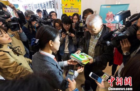 南京市教育局、工商局等部门组成联合检查组对校外培训机构进行突击检查。南京市教育局