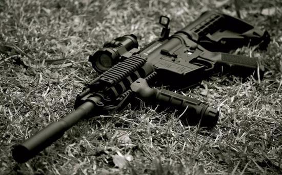 ▲美军黑帮经常盗卖的轻武器:m4卡宾枪。