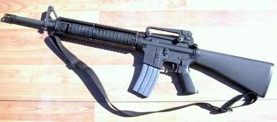 ▲美军黑帮经常盗卖的轻武器:m16突击步枪。