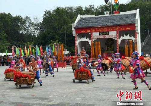 中国侨网图为壮族人文始祖布洛陀祭祀大典现场。 俞靖 摄