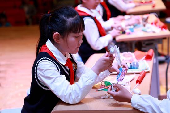 二年级武李立老师的班会《小玩具,大科技》3_副本.jpg