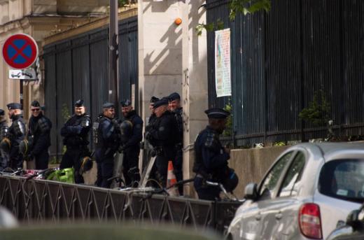"""法国学生大闹校园抗议马克龙 知名大学被迫""""关门"""""""