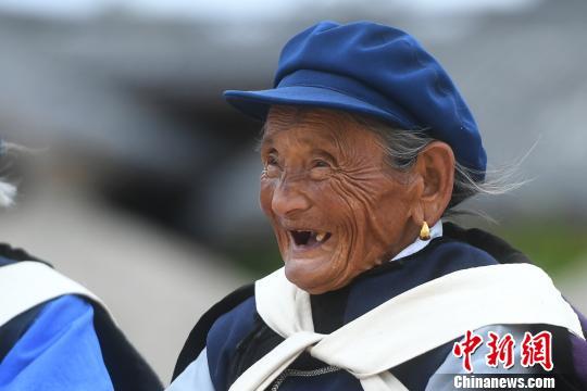 图为老人笑脸。 陈超 摄