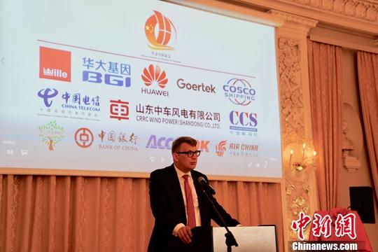 波尔森在致辞中对丹麦中国商会的成立表示欢迎。他相信,商会将在促进丹麦和中国之间贸易投资合作、促进丹麦经济增长和就业等方面发挥积极有益作用。<a target=&#39;_blank&#39; href=&#39;http://www.chinanews.com/&#39;>中新社</a>记者 彭大伟 摄