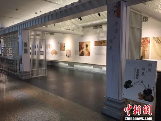 """""""岭南画派世纪经典展""""在广州白云机场开展"""
