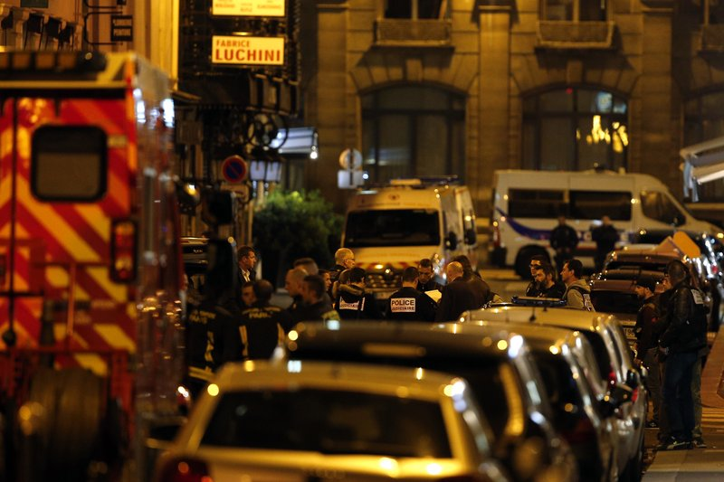 巴黎歌剧院外一男子持刀伤人致1死4伤 IS宣布负责