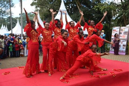 中国侨网中国民族舞蹈表演。