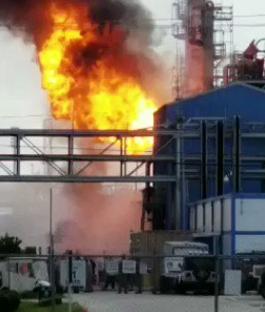 美国得州一工厂发生爆炸 致20人受伤