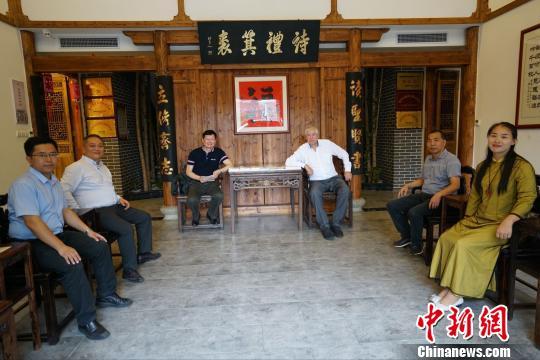 """新西兰""""一带一路""""促进会参访团到访福清黄檗文化促进会。 陈芝宽 摄"""