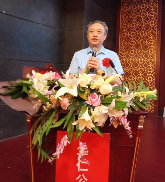 图二:山东省保健品行业协会副会长、市场专委会主任赵铁锁在活动上讲话.jpg