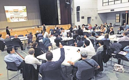当地时间5月29日,市政府职员再度就华埠开发征询意见。(图片来源:加拿大《明报》记者 陈志强 摄)