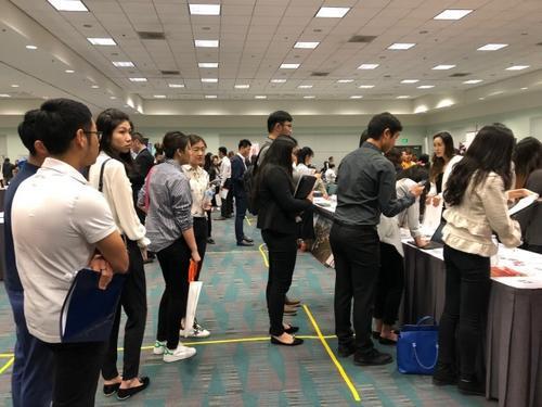 中国侨网中国毕业生在美国的就业市场。(美国《世界日报》档案图片)