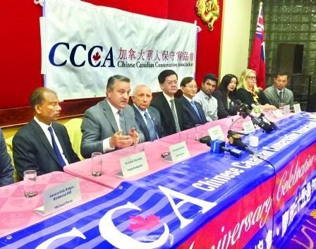 中国侨网加拿大大多伦多地区代表安省进步保守党出战的多名候选人,出席由加拿大华人保守党系会召开的新闻会。(加拿大《明报》图片)