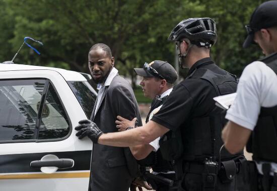 29岁的马蒂斯·爱德华兹被捕