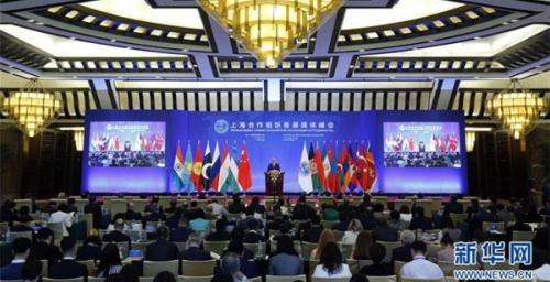 6月1日,由国务院新闻办公室主办的上海合作组织首届媒体峰会在北京开幕。这是上合组织秘书长阿利莫夫在开幕式上致辞。 新华社记者 沈伯韩 摄