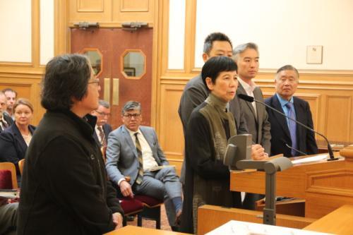 多位华裔侨领提交了正式提名表格。(美国《世界日报》/李晗 摄)