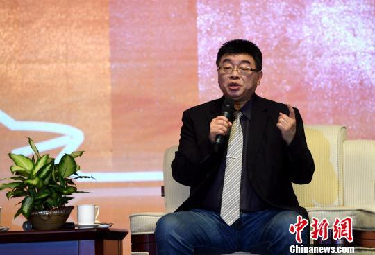 6月7日,台湾中国文化大学教授邱毅在论坛上对嘉宾的观点进行由点及面的深入剖析。 张斌 摄