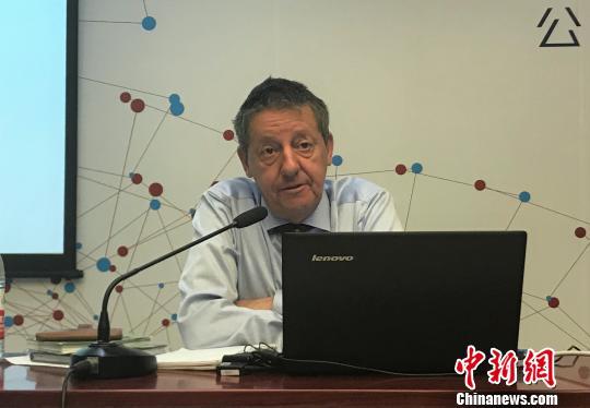 中国侨网欧洲数据保护监督员办公室前政策和咨询主管Hielke Hijman对GDPR作出详细解释 周欣嫒 摄