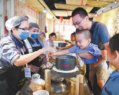北京举行国企开放日活动