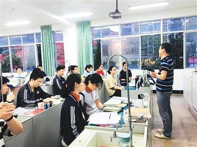 中国侨网图为著名侨乡浙江省青田中学的考生们正在备战高考。(来源:青田中学供图)