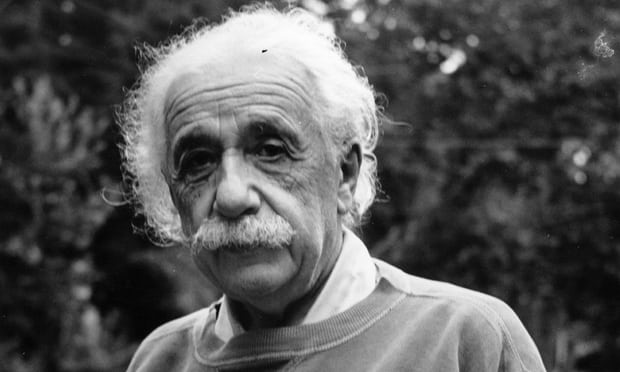 图为爱因斯坦,摄于1921年。
