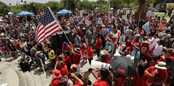 美国华盛顿爆发大规模示威 警方逮捕575人