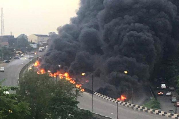 尼日利亚一油罐车发生爆炸事故 造成至少9人死亡