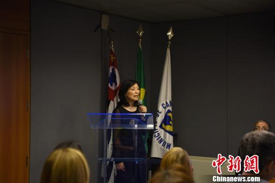 图为巴西坎皮纳斯市地区华人协会秘书长徐素惠致辞。 莫成雄 摄