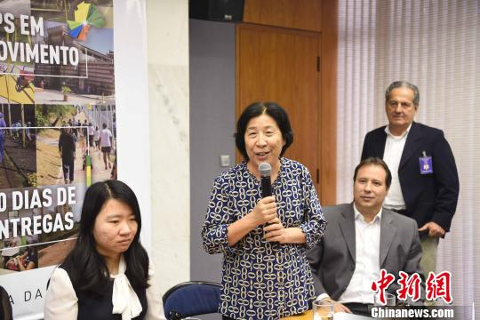 图为巴西圣保罗侨领、巴西北京文化交流协会会长赵永平(左二)致辞。 莫成雄 摄