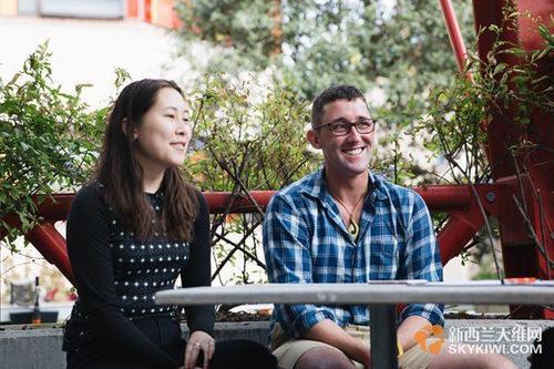 中国侨网左:Niki Menzies,右:Liam Finnigan (新西兰天维网)