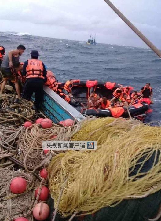 泰国两艘载有中国游客游船倾覆 目前无死亡报告