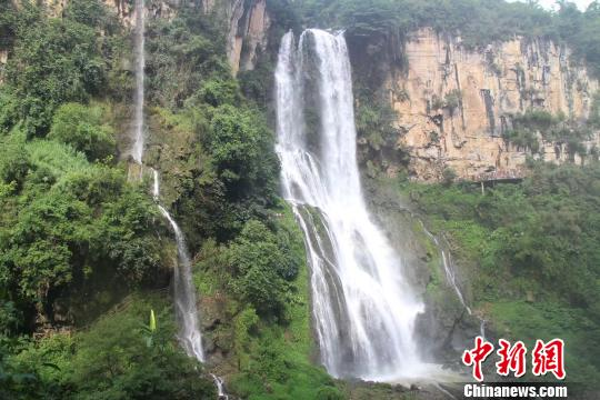 图为贵州兴义马岭河大峡谷。 冷桂玉 摄