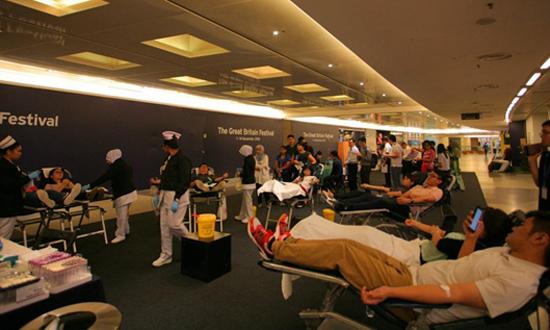 中企在马来西亚开展无偿献血活动.jpg