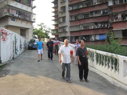 金鼎社区银发平安辅望队为居民守护平安。