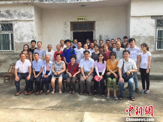 湖北荆门:两岸亲人失散60余年后终团圆