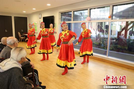 中国侨网舞蹈《梦高原》。 樊南 摄