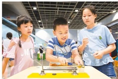 南京青少年国际科博会开幕