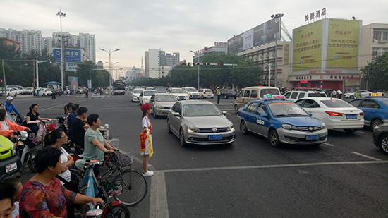 沧州市创建文明城市进行时,文明志愿者在行动