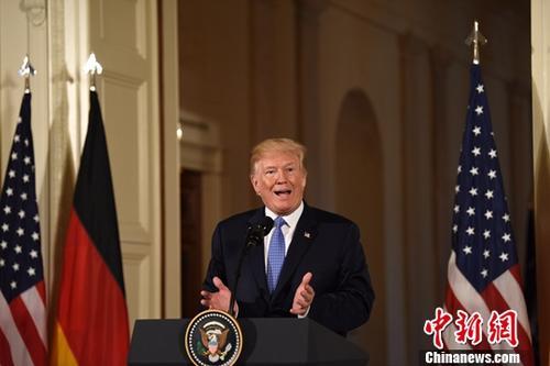 当地时间4月27日,美国总统特朗普在白宫会见来访的德国总理默克尔,并共同会见记者。图为特朗普出席联合记者会。
