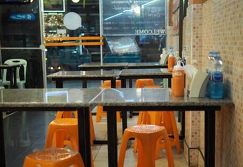 曼谷老店50年专炒一份蚝烙,味道好性价比高2.jpg