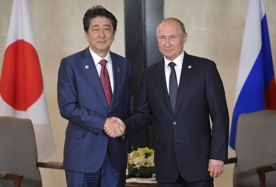 日俄首脑会谈 安倍:希望任期内解决争议领土问题