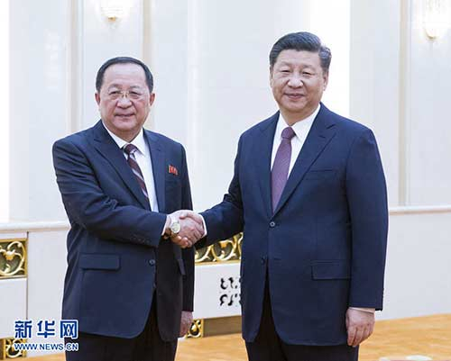 12月7日,国家主席习近平在北京人民大会堂会见朝鲜劳动党中央政治局委员、外相李勇浩。 新华社记者姚大伟摄