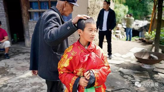 河南南阳市淅川县厚坡镇,扶贫工作现场会. 摄影 于德水