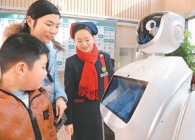 """导诊机器人""""上岗""""服务"""