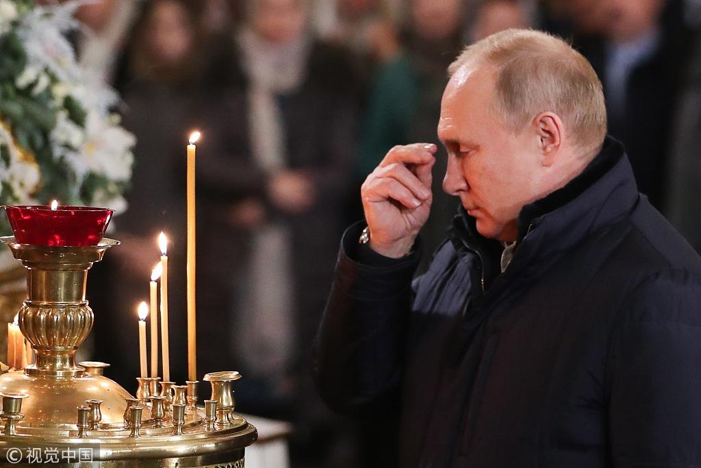 俄总统普京出席东正教圣诞礼拜仪式