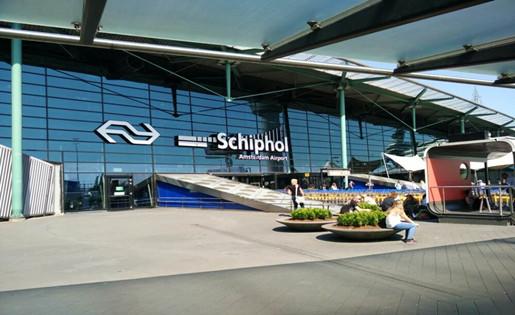 荷媒:荷兰史基浦机场海关出现人手严重不足