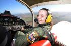 英最年轻飞行员仅14岁