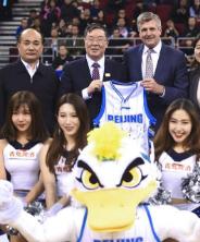NBA勇士队总裁到首钢分享体育产业发展经验